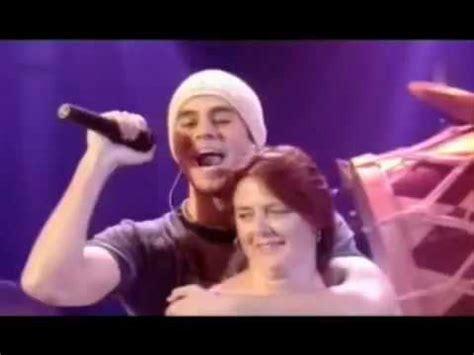 Enrique Iglesias - Hero (live) - YouTube