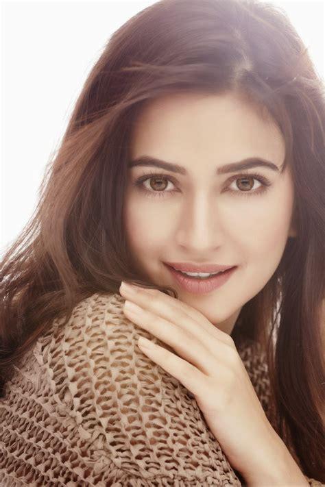 beautiful actress shooting kiss kriti kharbanda latest photo gallery hollywood gossip