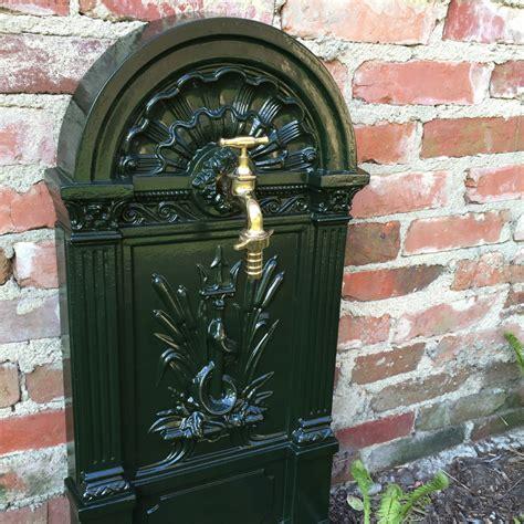 Wie Historische Stehbrunnen  Ein Gartenbrunnen Mit