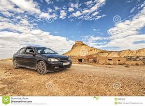 Desert Des Bardenas En 4x4 : voiture dans le d sert du bardenas reales en navarre image stock image du couleur d sert ~ Maxctalentgroup.com Avis de Voitures