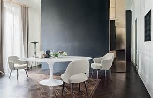 Chaise Conférence Knoll by Knoll Saarinen Tulip Dining Table White Base Marble Top
