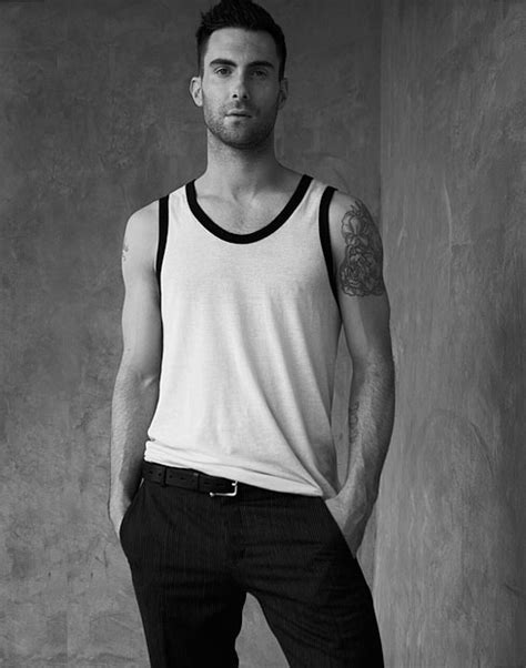 adam-levine-fara-tatuaje-without-tattoos   Who Are These Kids? The Adam Levine Section