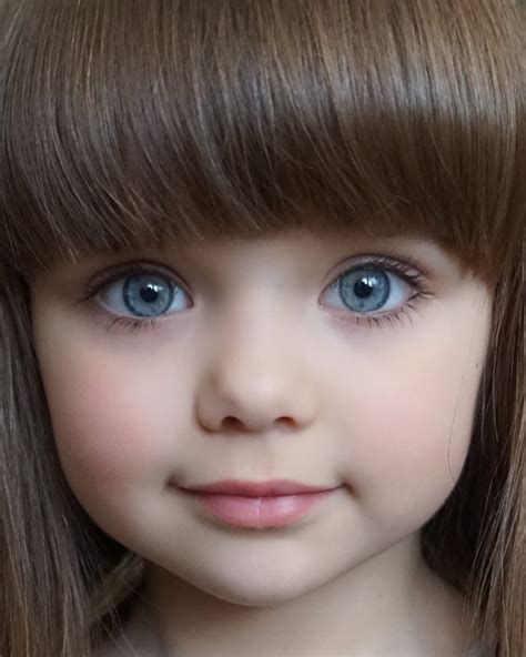 A Menina Mais Bonita Do Mundo é Uma Russa De 6 Anos
