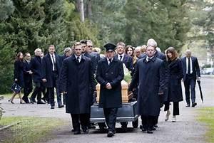 Beerdigung Kleidung Damen : michael ballhaus trauerfeier in berlin ~ Buech-reservation.com Haus und Dekorationen