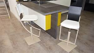Chaise Cuisine Design : le petit mobilier du showroom chaises et tabourets ~ Teatrodelosmanantiales.com Idées de Décoration