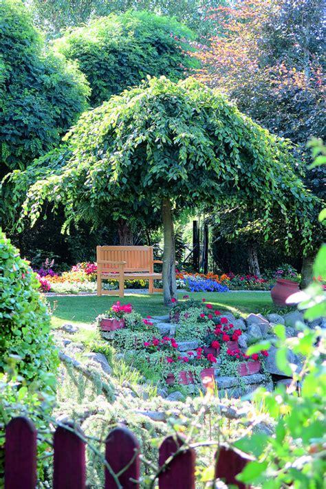 Burvīga oāze dārzā. Idejas zaļajām istabām | Praktiski.lv