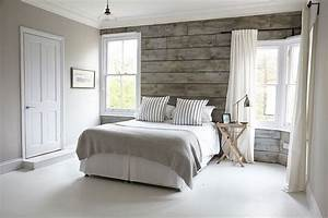 light gray room with wood accent wall google search With couleur beige peinture murale 11 papier peint jaune et gris