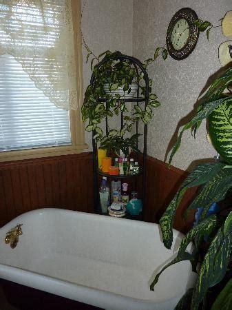 la salle de bain de l 233 tage picture of gite les jardins d adelaide matane tripadvisor