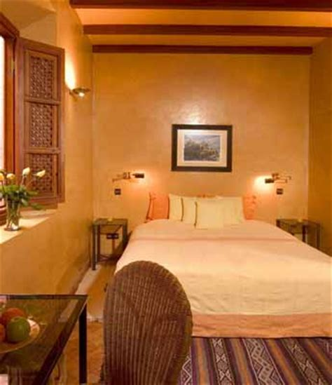 bedroom decor colors warm colors for bedroom decorating in moroccan style 10377