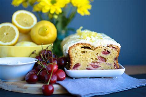 lemon yogurt cake lemon yoghurt and cherry cake mondomulia 5492