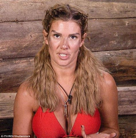 I'm A Celeb's Rebekah Vardy uses mud to contour her face ...