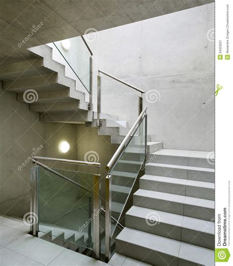 construction escalier beton interieur int 233 rieur de construction escalier image stock image 24323521