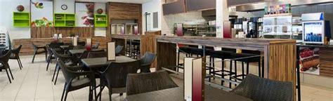 table et chaise de bar professionnel mobilier de restauration l essentiel pour tout savoir