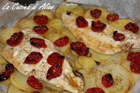 come cucinare una spigola al forno la cucina di spigola al forno con patate e pomodorini