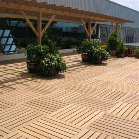 baldosas de exterior en madera  crear  suelo unico
