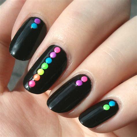 Atrévete a llevar diseños de uñas que están marcando tendencia en el 2020 ¡echa un vistazo y seguro que más de una te va a encantar! 35 Creativos diseños de uñas con puntitos