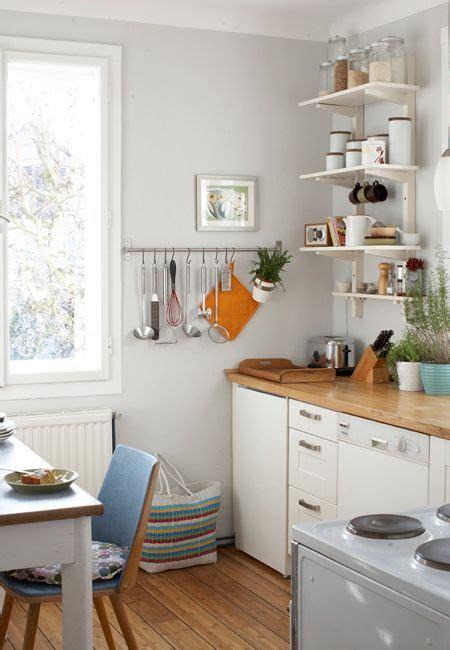 Einrichtung Kleiner Kuechekleine Kueche Aus Holz by Small Kitchen In A Parisian Apartment Wohnen