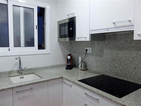 resultado de imagen de cocinas  granito blanco cristal
