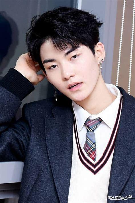 potret hwall idol kpop rookie  disebut mirip suga