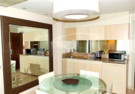 cr ence miroir pour cuisine crédence miroir de cuisine types inconvénients prix