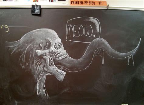 maestro crea obras en la pizarra  inspirar  sus alumnos