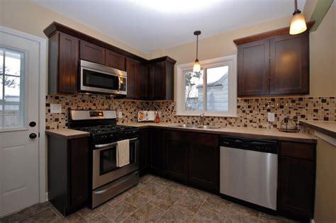 kitchen remodeling contractors    builders