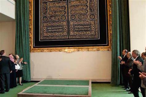 cheikh al sudais remet l 233 toffe de la kaaba kiswa 224 al shaibi le journal du musulman