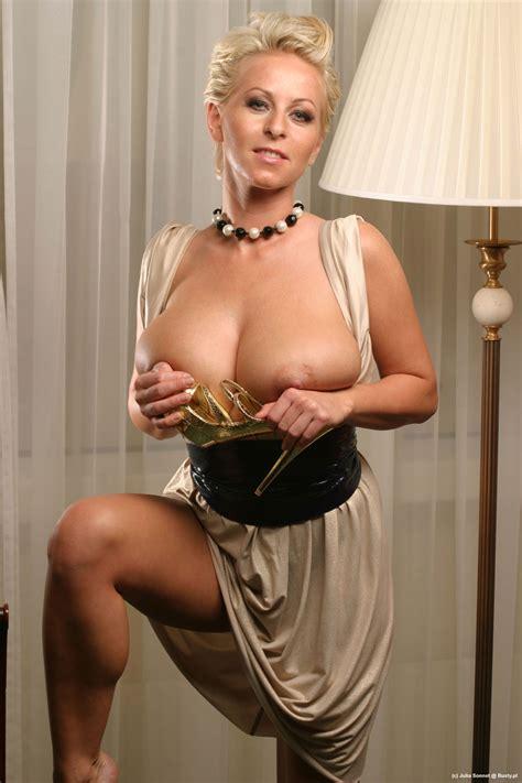 julia sonnet puts them big tits out bnc