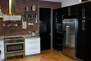 cuisine noire mat et cuisine noire et blanche 48 inspirations With kitchen cabinets lowes with papier peint briques rouges
