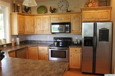 Rustic Kitchen with Wilsonart Deepstar Agate Laminate