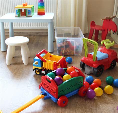 ของเล่นตามช่วงวัย สำหรับเด็กอายุ 1-3 ขวบ - Mother & Care