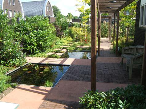 tuin lang smal onderhoudsarme tuin makkelijke tuin loungetuin bladgoud