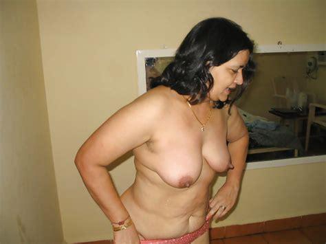 Lady Bra Visible Under Transparent Blouse Milf Saree