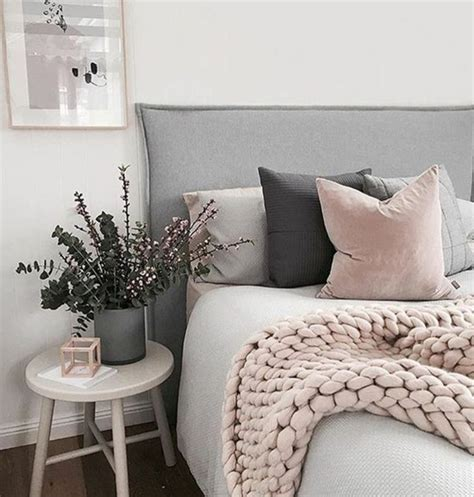 chambre mur gris decoration lit gris