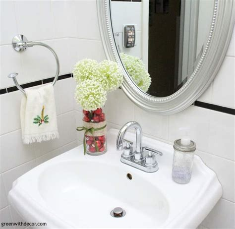 Easy Decorating Ideas For Bathroom by Green With Decor 10 Easy Decorating Ideas In