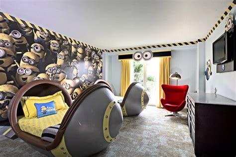 deco chambre photo jaune dans une chambre bebe