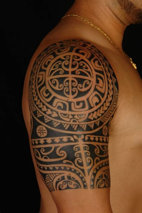 oberarm mann polynesische maori tattoos mann oberarm tribal
