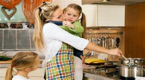 cuisine femme quelle retraite pour les m 232 res et p 232 res au foyer