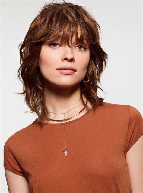 foto tagli capelli  elegante taglio capelli medio
