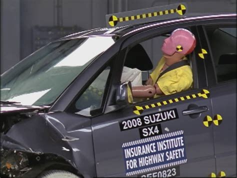 test crash siege auto wrecked iihs suzuki sx4 crash test