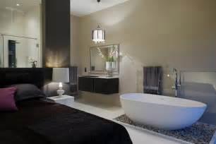 stunning open plan bathroom in your bedroom designs home 14 voorbeelden een badkamer in de slaapkamer