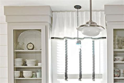 how to fix gap between ceiling and kitchen crown molding 17 best images about molding wainscoting on