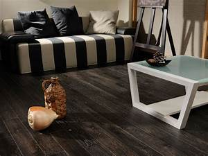 9 modern living rooms with real hardwood floors coswickcom for Rooms with black floors