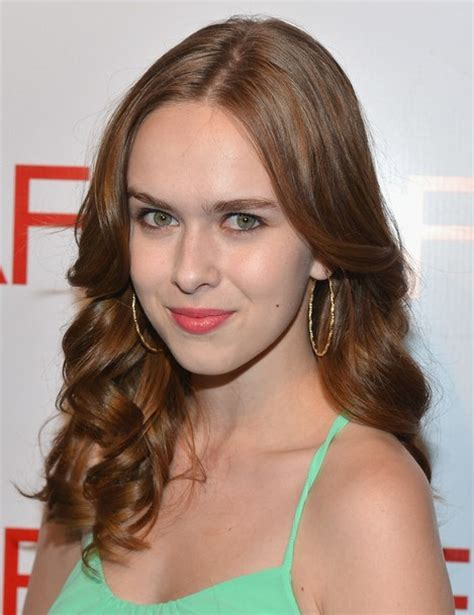 Elizabeth McLaughlin Soft, Curly Hairstyles   PoPular Haircuts