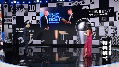Levandovskis apsteidz Ronaldu un Mesi, kļūstot par FIFA ...
