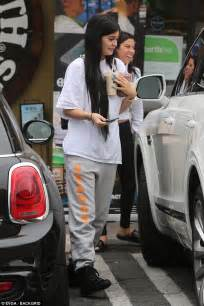 Kylie Jenner wears baggy sweats for smoothie run in LA ...