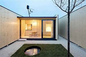 Tiny House Germany : micro courtyard house a 75 square foot tiny house built on a traffic island in germany ~ Watch28wear.com Haus und Dekorationen