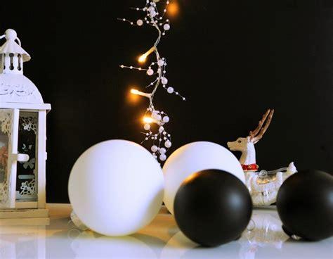 Weihnachtsdekoration Mit Weihnachtskugeln Mal Anders