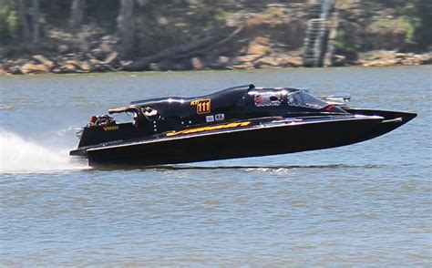 Speed Boat Racing by Racing Speed Boats Engine