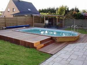 piscines en bois pour les jeux d39eau piscine jardin With amenagement autour d une piscine hors sol 11 terrasse en bois composite timbertech terrain